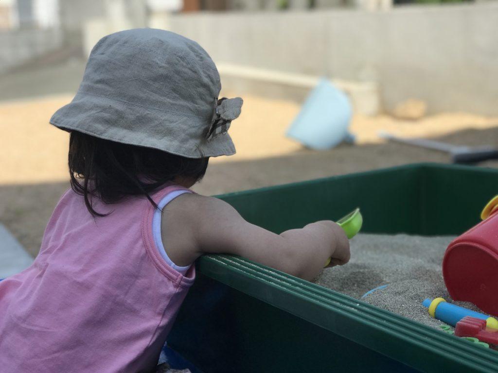 【10分】トロ舟で安く砂場を自作する方法【DIY苦手向け】